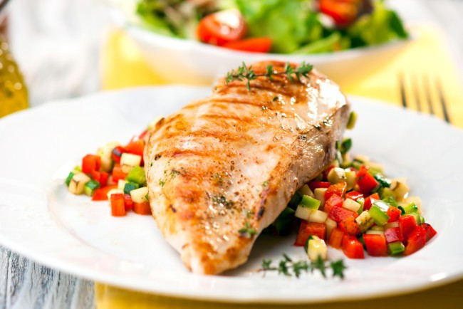 Chicken is a fantastic meal option if you tend to get bloated after dinner. It is a great source of protein and easily digestible.